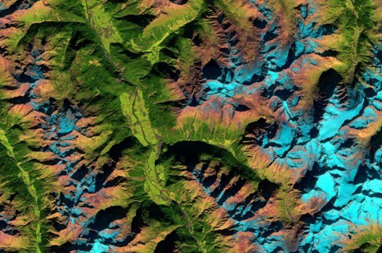 Vue aérienne montrant le terrain des Alpes de l'Ötztal