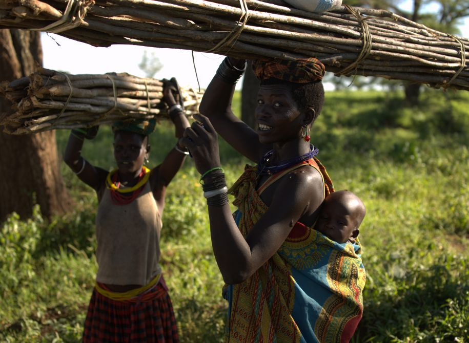 farming mother and 2 children in Uganda