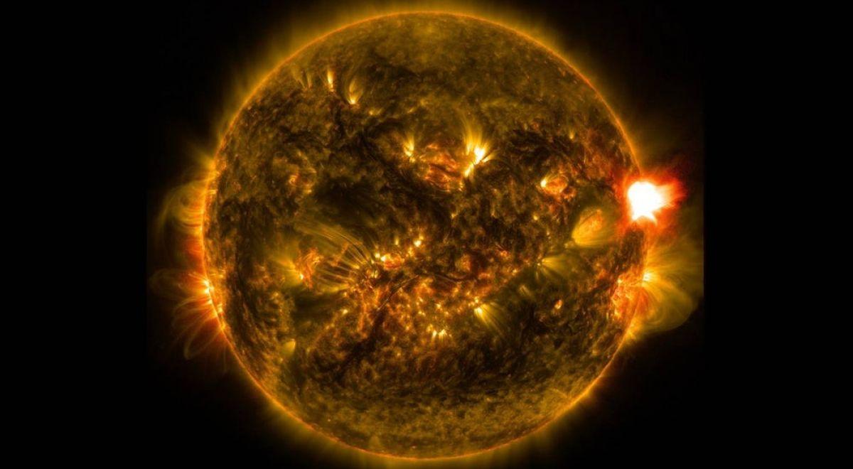 A massive solar flare captured by NASA's Solar Dynamics Observatory(Credit: NASA/SDO)