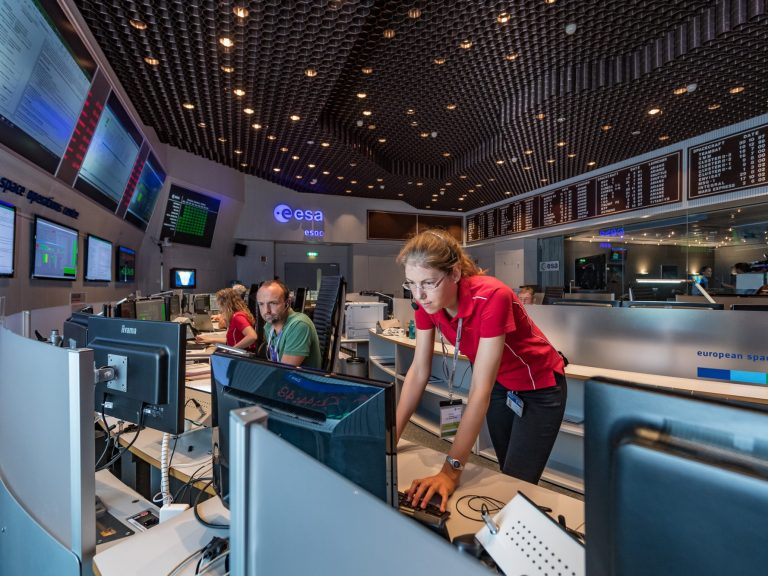 Mission team at ESA's ESOC operations centre. © ESA / J. Mai